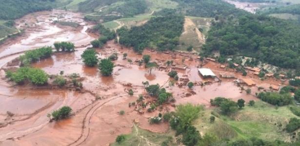 Rompimento da barragem de Fundão, em Mariana, causou a morte de 18 pessoas e o desaparecimento de uma