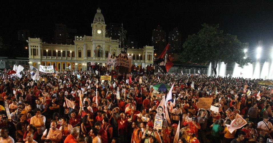 18.mar.2016 - Manifestantes protestam a favor do governo Dilma Rousseff, do Partido dos Trabalhadores (PT), na região central de Belo Horizonte (MG), nesta sexta- feira, 18