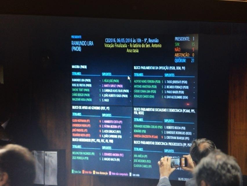 6.mai.2016 - Por 15 votos a cinco, os senadores da comissão que analisa o pedido de impeachment da presidente Dilma Rousseff aprovaram o parecer do relator Antonio Anastasia (PSDB-MG), que pede a abertura do processo.