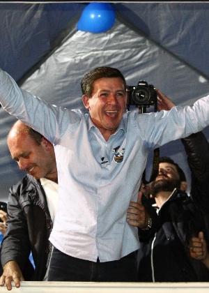 30.out.2016 - O prefeito eleito de São Bernardo do Campo Orlando Morando (PSDB) comemora a vitória no seu comitê de campanha