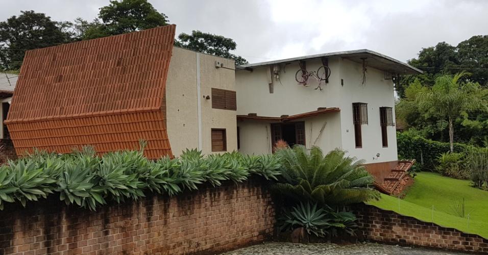 15.dez.2016 - Casa em Ribeirão das Neves (MG) passa a impressão de ter sido