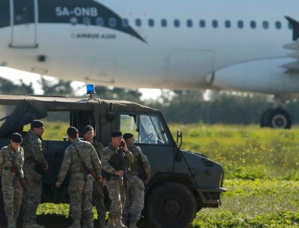Tropas maltesas atuam no sequestro de avião líbio; negociações garantiram liberação segura de passageiros e tripulantes