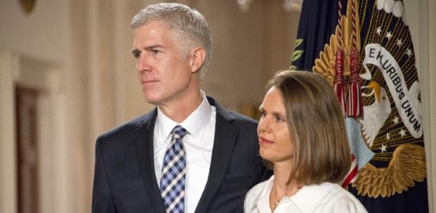 Neil Gorsuch, juiz indicado para a Suprema Corte dos EUA, e sua mulher Marie Louise durante entrevista na Casa Branca, em Washington