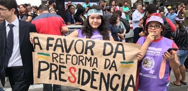 Manifestantes se reúnem em frente ao Masp para protesto desta tarde na avenida Paulista, em SP - Reprodução/CUT