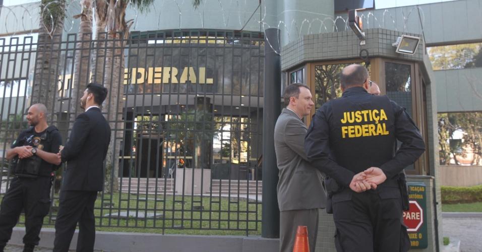 13.set.2017 - O depoimento do ex-presidente Lula está marcado para para às 14h desta quarta-feira, 13, na sede da Justiça Federal; recaem sobre Lula acusações de nove crimes de corrupção passiva e 94 de lavagem de ativos