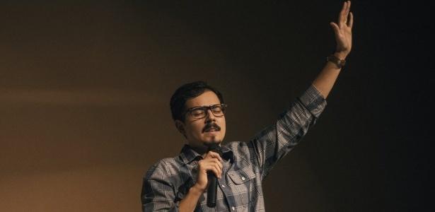 Lucas Lione tem canal evangélico no YouTube e faz faculdade de Teologia à distância
