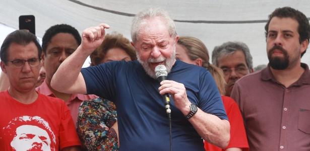 7.abr.2018 - Lula discursa em carro de som no Sindicato dos Metalúrgicos do ABC horas antes de se entregar à PF