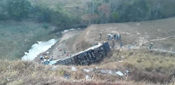 Acidente na BR-146, em Minas Gerais, por volta das 4h desta segunda-feira - Divulgação/Corpo de Bombeiros-MG
