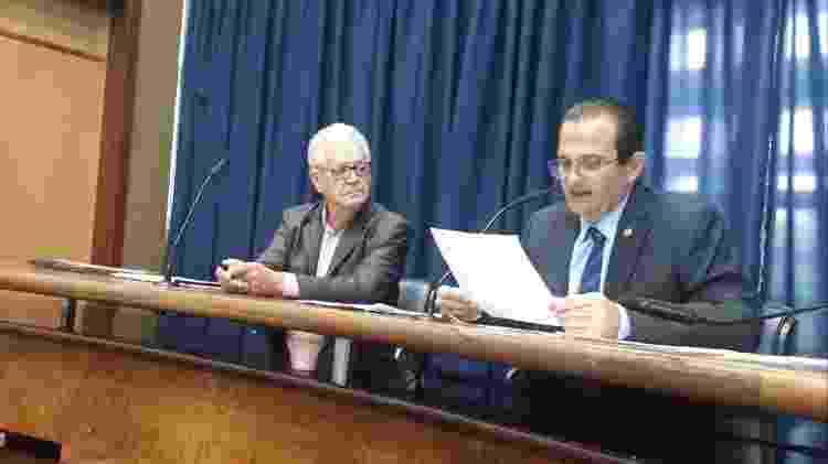 À esquerda, o engenheiro Luiz Roberto Beber ao lado do presidente da CPI, Edmir Chedid (DEM) - Wanderley Preite Sobrinho/UOL