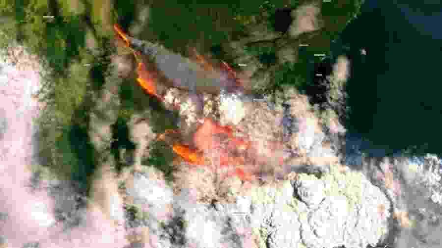 Incêndio em Bateman Bay, na Austrália, no dia 31 de dezembro, foi captado pelo satélite Sentinel 2 - Reprodução/Twitter/Copernicus EMS - Sentinel 2/ESA