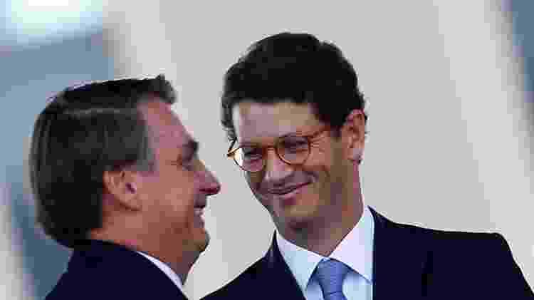 Presidente Jair Bolsonaro e ministro do Meio Ambiente, Ricardo Salles, durante cerimônia em Brasília - Reprodução - Reprodução