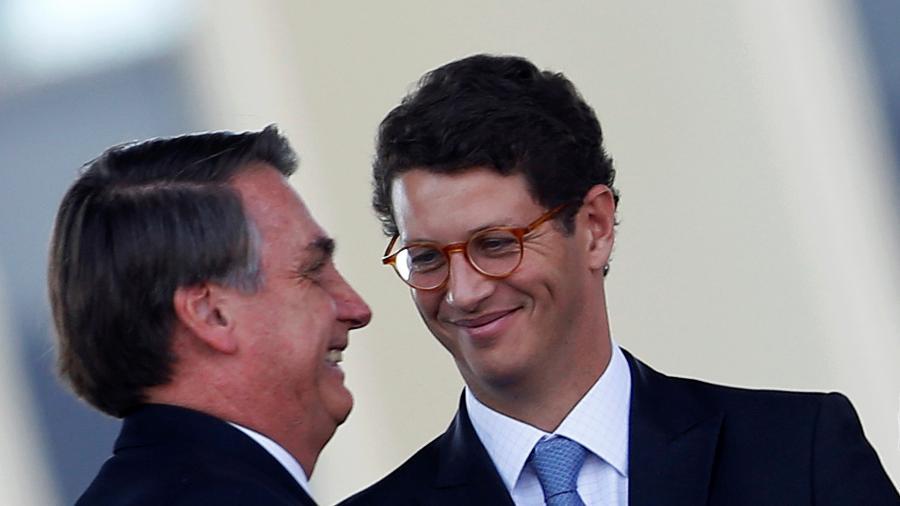 Presidente Jair Bolsonaro e ministro do Meio Ambiente, Ricardo Salles, durante cerimônia em Brasília -