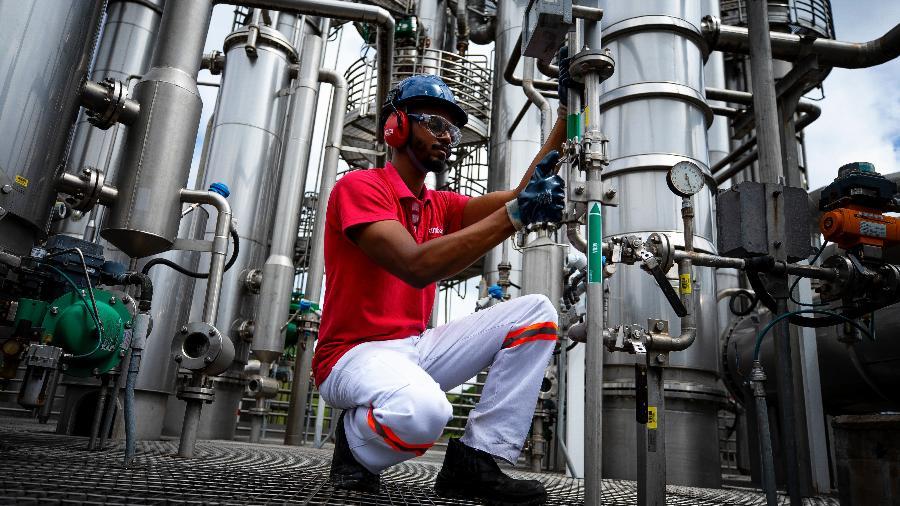 Apesar da perda registrada na produção em fevereiro, indústria brasileira ainda opera 2,8% acima do patamar do mesmo mês de 2020 - Buda Mendes / Getty Images