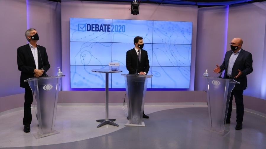 André Von Zuben, o mediador Valter Sena, e Dario Saadi durante o debate em Campinas - Band Mais