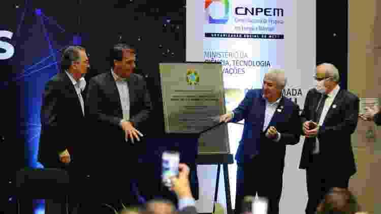 Jair Bolsonaro (sem partido) e ministro Marcos Pontes em evento no Sirius em 2020 - Wagner Souza/Futura Press/Estadão Conteúdo - Wagner Souza/Futura Press/Estadão Conteúdo
