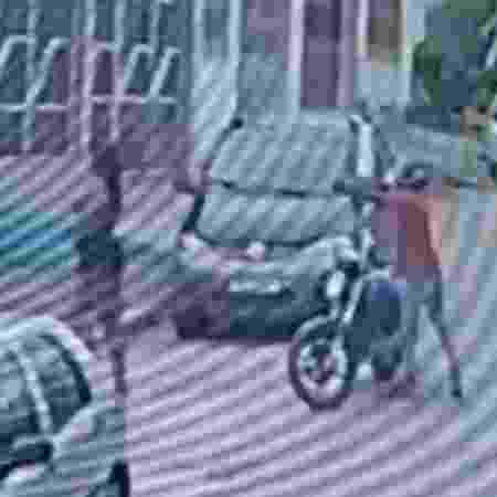 Motociclista efetuou os disparos quando a vítima estava de costas - Reprodução/TV Bahia - Reprodução/TV Bahia