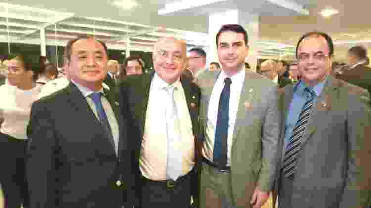 Na foto, pastor Amilton Gomes ao lado do senador Flávio Bolsonaro - Reprodução - Reprodução