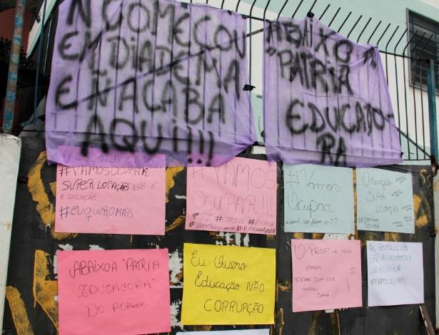 13.nov.2015 - Estudantes ocupam a Escola Estadual Heloisa Assumpção, em Osasco, na grande São Paulo, em ato contra o a reorganização escolar proposto pelo governo Geraldo Alckmin (PSDB) para 2016. A ocupação começou ontem (12)