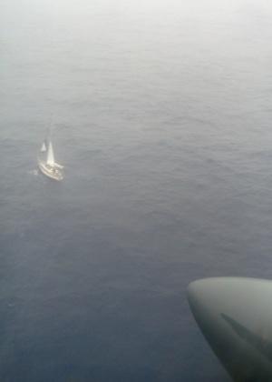 Forças Armadas do Chile divulgam foto do iate do japonês Jyunichi Hamaguchi que ficou à deriva no mar chileno