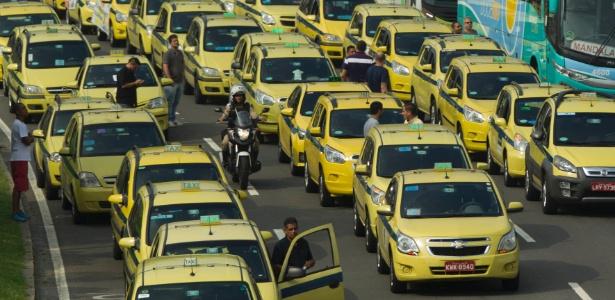 Na última sexta-feira (1º), taxistas do Rio protestaram contra o Uber e pararam a cidade