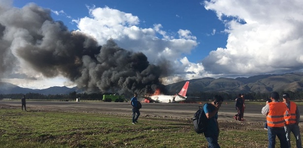 Resultado de imagem para pouso emergencia avião no peru 29/03/2017
