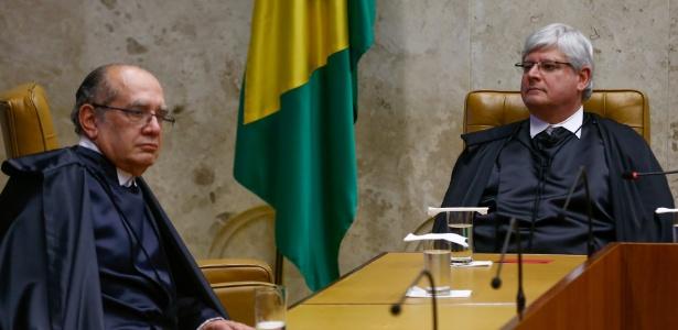 22.mar.2017 - Ministro Gilmar Mendes (e) e o procurador-geral da República, Rodrigo Janot, participam de sessão no STF