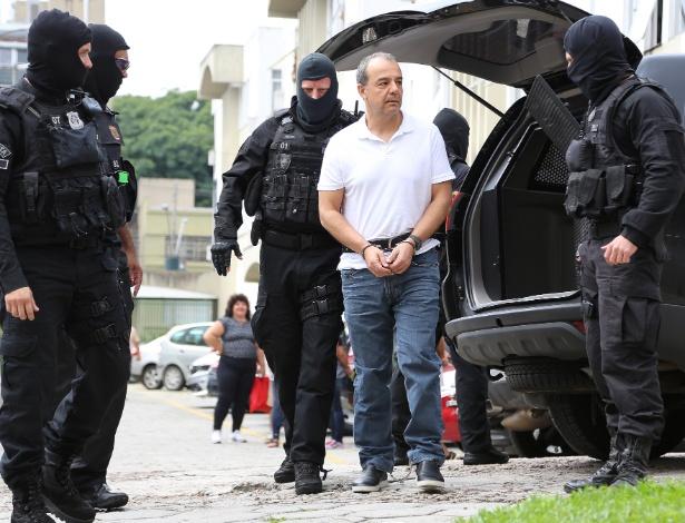 19.jan.2018 - O ex-governador do Rio de Janeiro Sérgio Cabral chega ao Instituto Médico Legal (IML) de Curitiba (PR) para realizar exame de corpo de delito