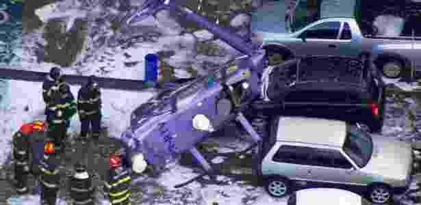 Imagem de TV mostra helicóptero que caiu em Osasco - Reprodução de TV