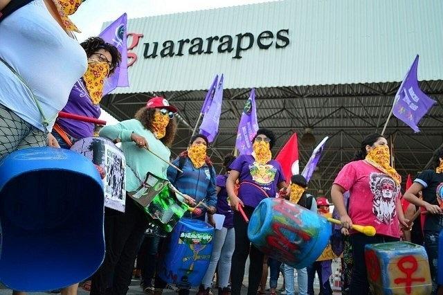 8.mar.2018 - Mulheres do MST ocuparam uma fábrica da Riachuelo, no Rio Grande do Norte. A empresa pertence ao empresário Flávio Rocha, que é um dos que tem defendido publicamente as mudanças da reforma trabalhista