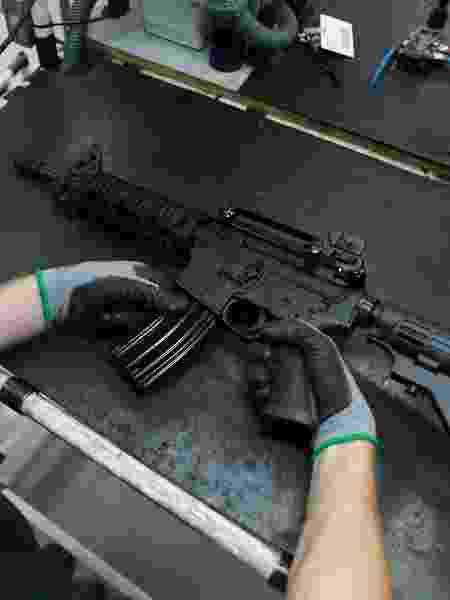 Linha de produção da fabricante de armas Taurus, em São Leopoldo (RS) - Diego Vara/Reuters