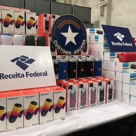 00cf1b9c1df Receita apreende R$ 3,9 mi em falsas caixas de som da JBL no Porto ...