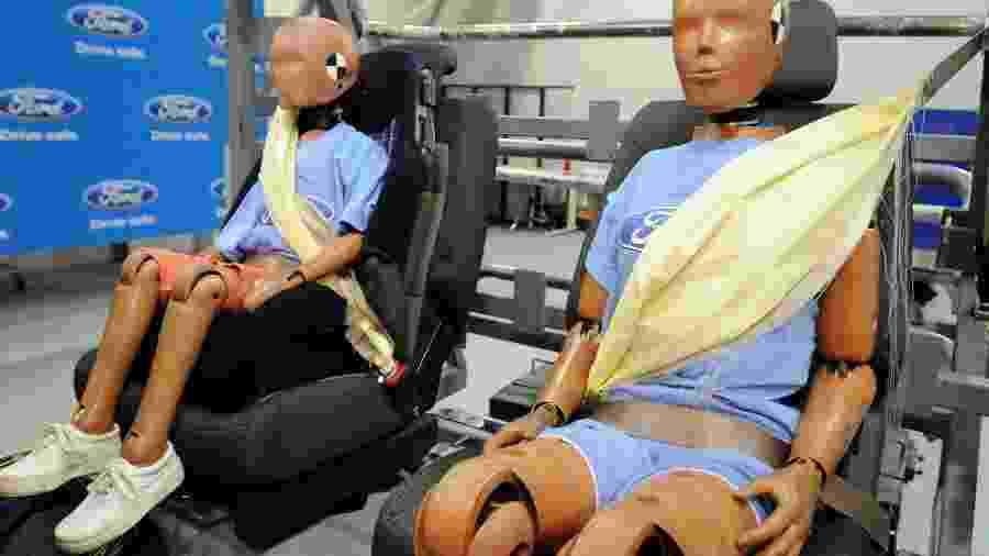 Teste de cintos de segurança em bancos traseiros em um Ford Explorer 2011 - Ford Motor Co. via The New York Times