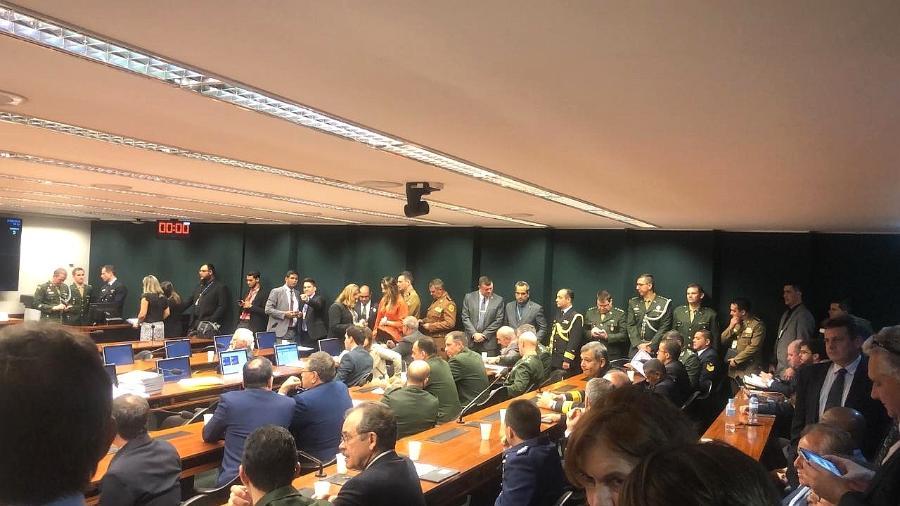 Pelo prjeto atual, militares receberão de aposentadoria o mesmo do último salário e terão paridade com os ativos - Antonio Temóteo/UOL