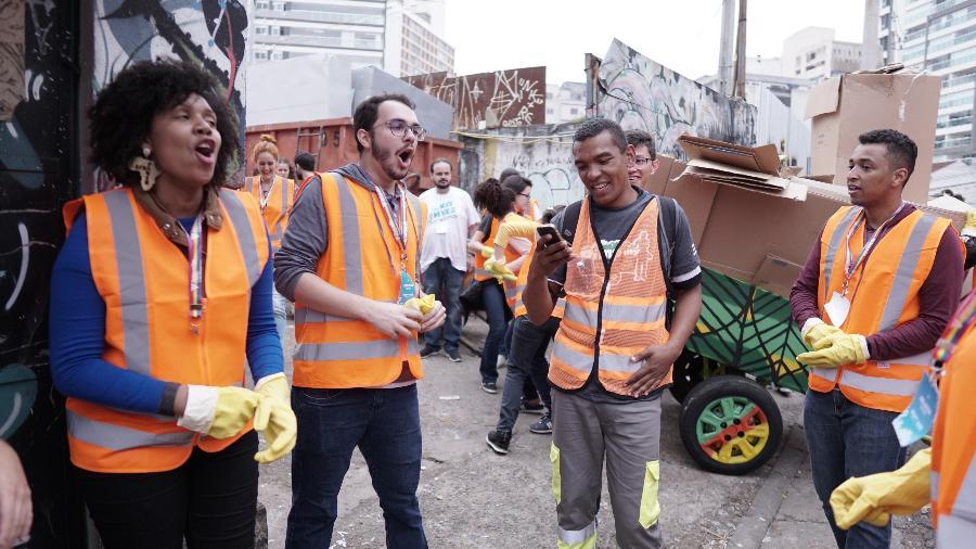 No processo seletivo, candidatos a trainee participaram de dinâmica junto a catadores, em São Paulo - Divulgação/Votorantim Cimentos