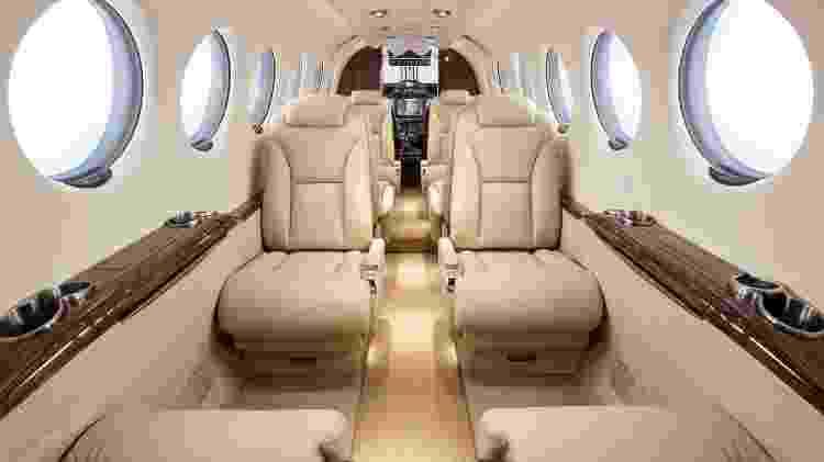 King Air 350i tem assentos em couro para 11 pessoas e janelas eletrocrômicas - Divulgação  - king air 350i tem assentos em couro para 11 pessoas e janelas eletrocromicas 1574380905918 v2 750x421 - Avião a hélice é simples por fora, mas tem luxo de jato por até R$ 32 mi