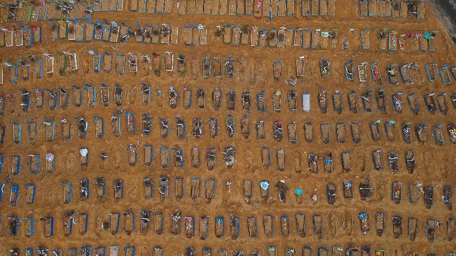 Vista do cemitério Parque Taruma durante o surto de doença de coronavírus, em Manaus - BRUNO KELLY/REUTERS