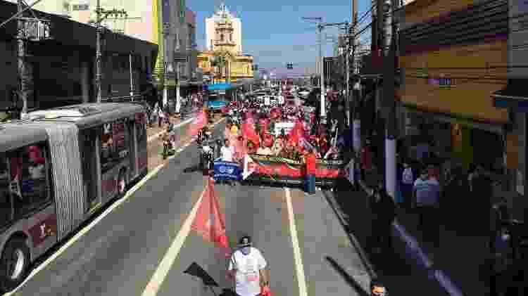Protesto toma avenida em Santo Amaro, na zona sul de SP - Luís Adorno/UOL - Luís Adorno/UOL