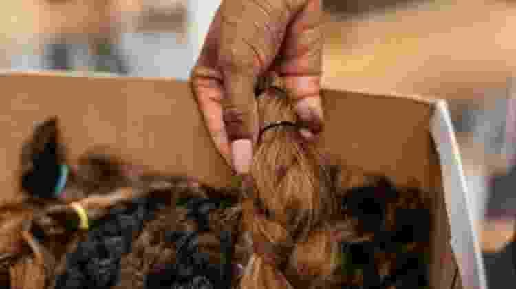 O cabelo humano repele a água ao mesmo tempo em que absorve agentes de contaminação - Getty Images - Getty Images