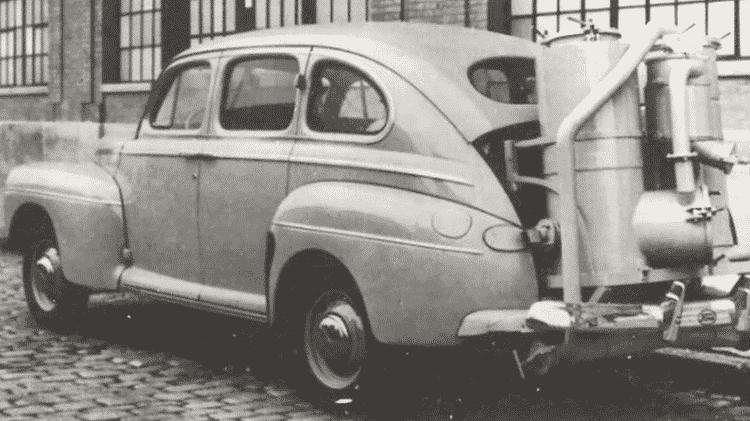 Veículo a gasogênio (caldeira alimentada por carvão vegetal), para contornar a falta de combustível durante a 2ª Guerra (1941-1947) - Divulgação/Ford - Divulgação/Ford