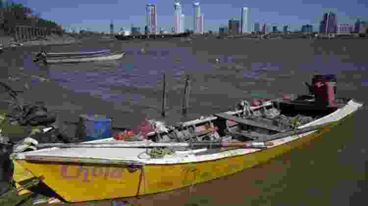 Muitos pescadores vivem do que pescam no rio Paraná - GETTY IMAGES - GETTY IMAGES