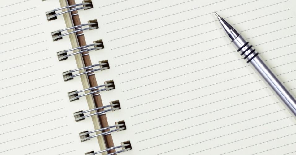 Material escolar; volta às aulas; caderno; cadernos