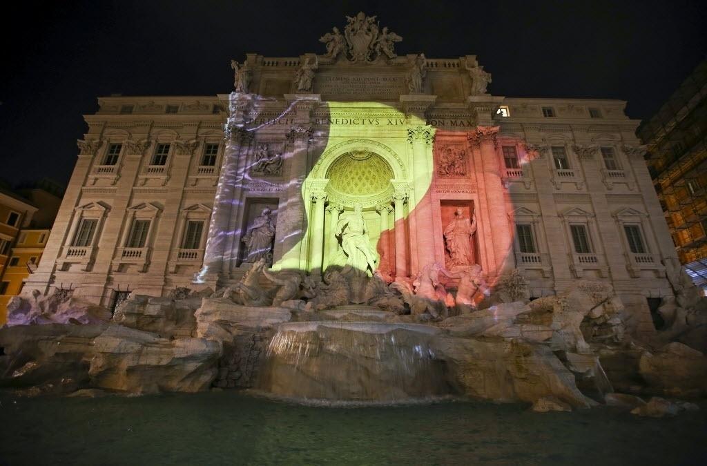 22.mar.2016 - A Fontana di Trevi, ponto turístico de Roma, na Itália, é iluminada com as cores da bandeira da Bélgica após atentado terrorista matar mais de 30 pessoas em Bruxelas