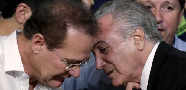 O líder do PMDB no Senado, Renan Calheiros, conversa com o presidente Michel Temer