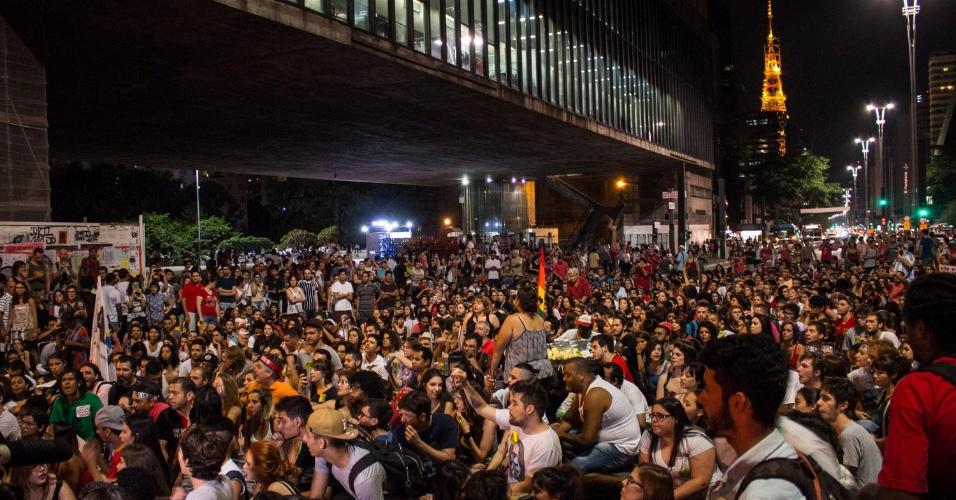 21.abr.2016 - Manifestantes se reúnem no vão livre do Masp em protesto a favor da presidente Dilma Rousseff e contra o processo de impeachment, na avenida Paulista, região central de São Paulo