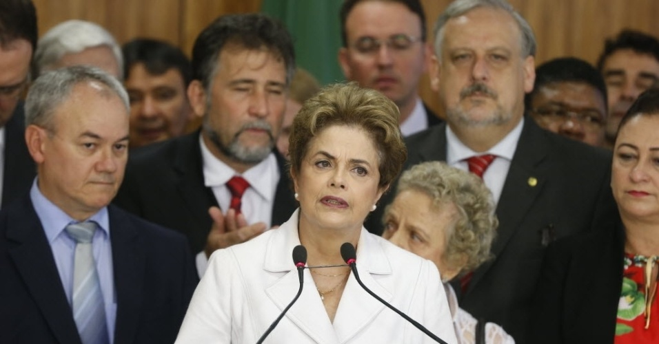12.mai.2016 - A presidente afastada Dilma Rousseff faz pronunciamento no Salão Leste do Palácio do Planalto, em Brasília, após ser intimada sobre seu afastamento da Presidência da República