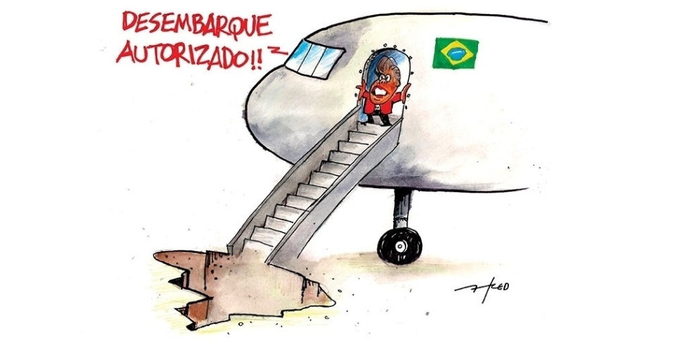 13.mai.2016 - Após turbulência, Dilma desembarca do governo