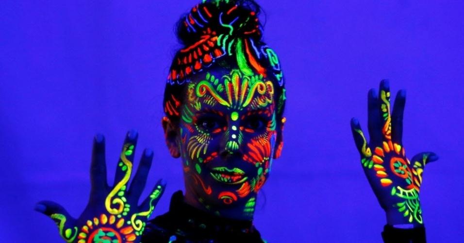 1º.jul.2016 - Uma das tendências do Festival Mundial de Bodypainting é o uso de pintura ultravioleta, que ?brilha? no escuro. O festival acontece em Poertschach, Áustria, e vai até o domingo. Os melhores especialistas em pintura corporal serão premiados nas categorias Escova e Esponja, Airbrush, Pintura Facial. Há prêmio também para amadores