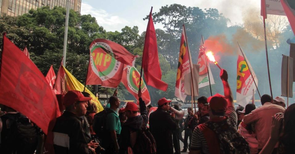 9.ago.2016 - Manifestantes participam de ato contra o presidente interino, Michel Temer (PMDB), com concentração no vão livre do Masp, em São Paulo. O ato foi organizado pela Central de Movimentos Populares (CMP) e pede a saída de Temer da Presidência