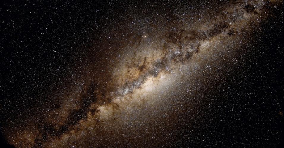 23.mar.2017 - Via Láctea em foto tirada no Chile