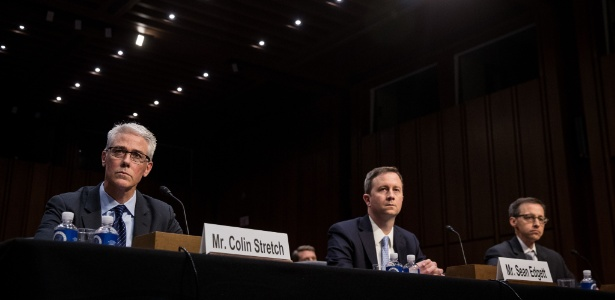 Representantes do Facebook, Twitter e Google testemunham diante de um subcomitê do Judiciário do Senado em audiência sobre crime e terrorismo em Capitol Hill, Washington, EUA - Drew Angerer/Getty Images